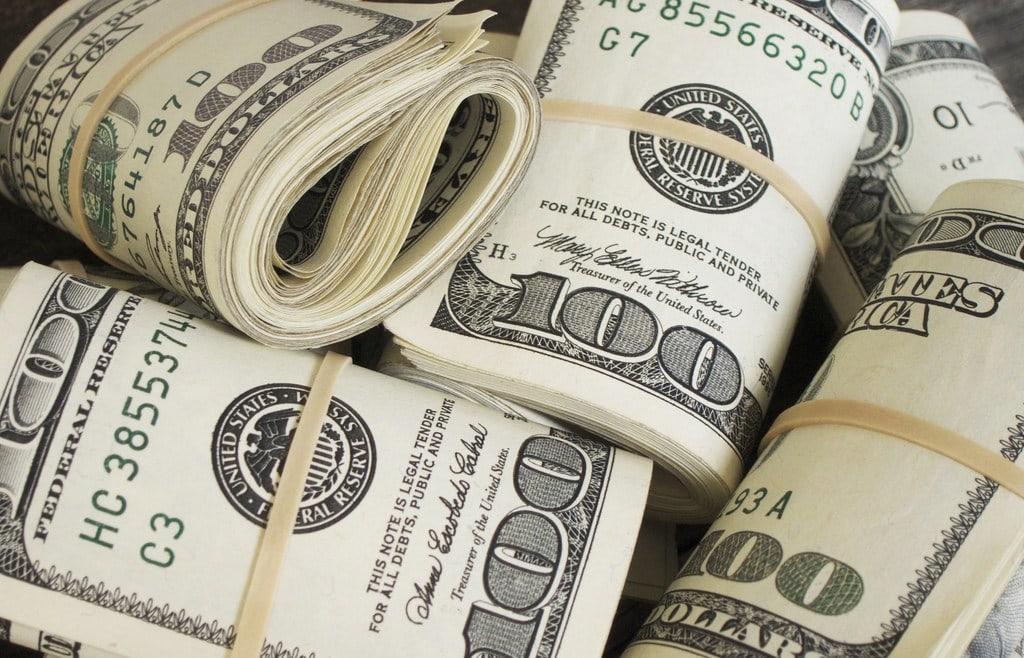 """<img src=""""money.jpg"""" alt=""""money"""">"""
