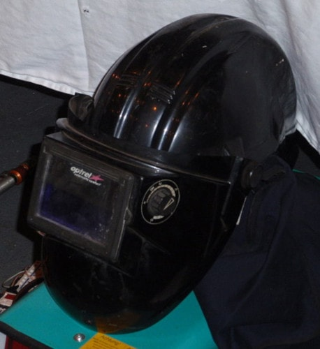 fixed-shade lens welding helmet