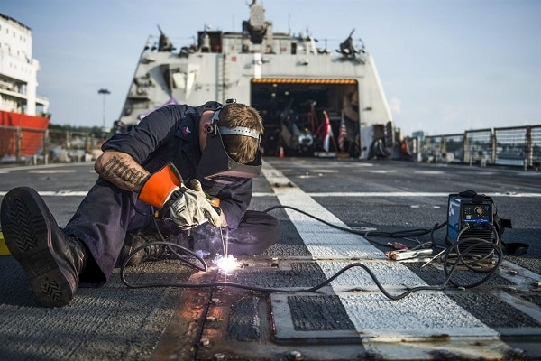 Soldador de navio
