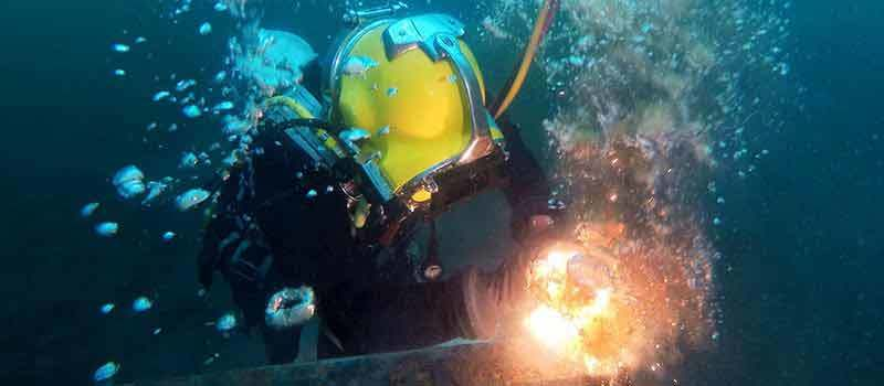 How-to-Become-an-Underwater-Welder-1