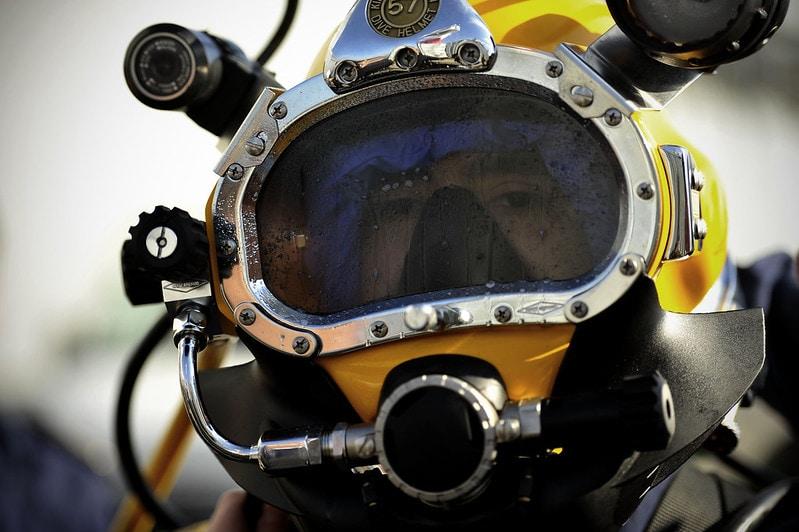 underwater-diving-helmet