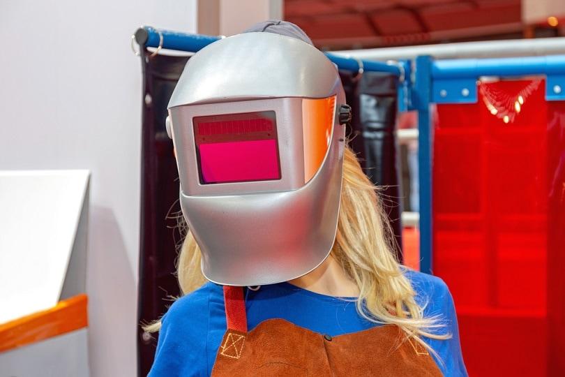 Auto-Darkening-Lens-Glass-welding-helmet_Baloncici_shutterstock