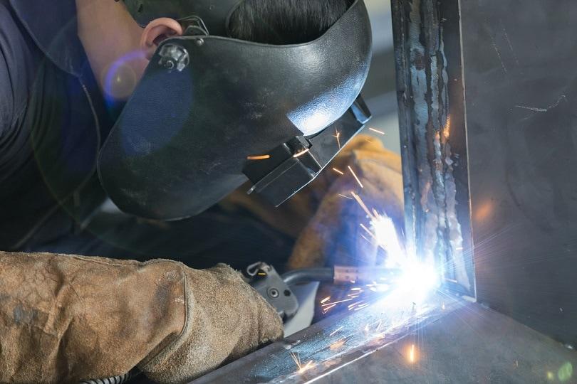 MIG-welding-machine_Aumm-graphixphoto_shutterstock